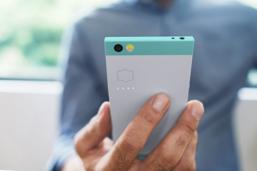 Nextbit Robin, the cloud-based smartphone, is now available in 'ember red'