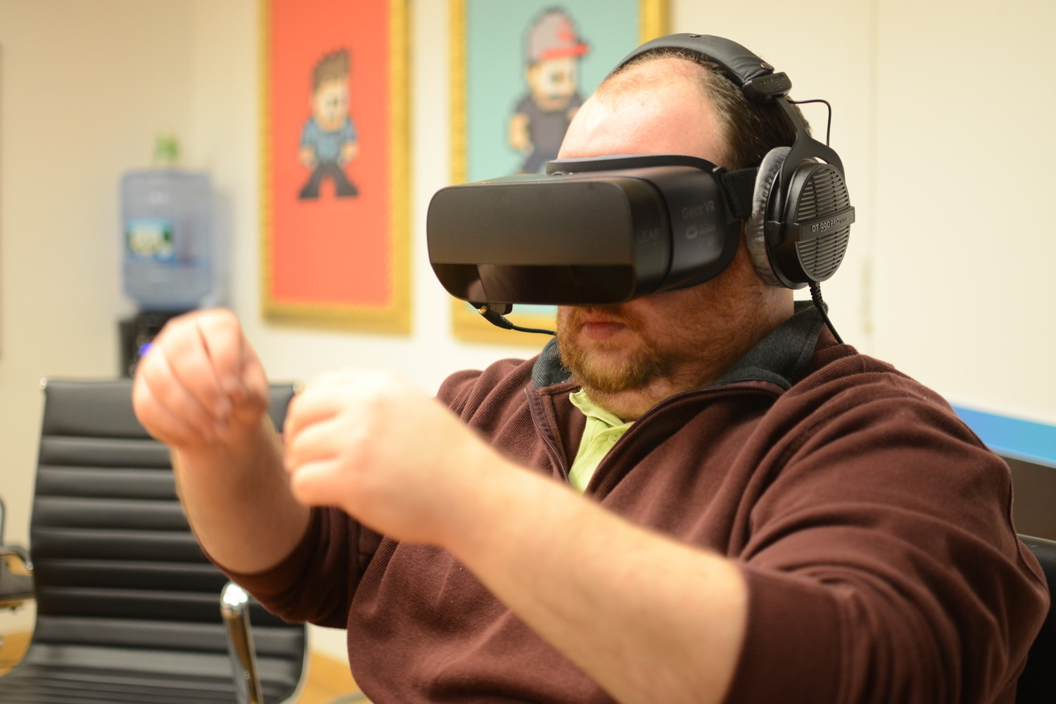 Forget controllers, use your hands: Leap Motion's tracking tech hits mobile VR