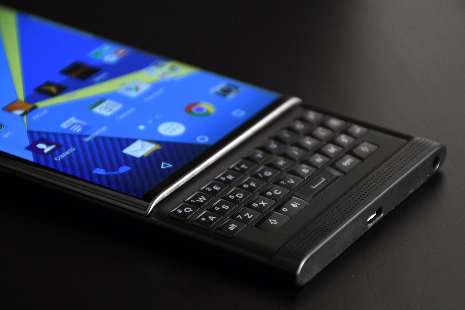 Disappointing sales may spur Blackberry's exit from smartphone hardware market