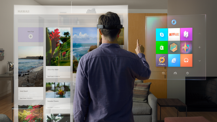 Xbox Boss Ponders HoloLens' Potential on Console and PC