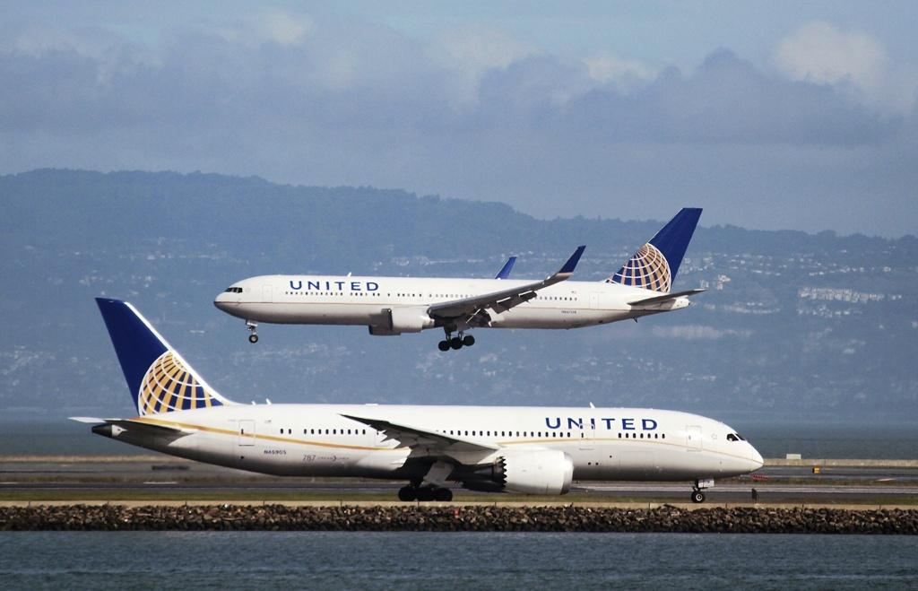 United Airlines Defends Policy After Barring Girls In Leggings