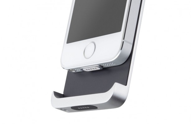 Tiny Magnet Brings Wireless Charging to the iPhone