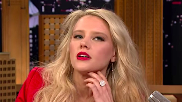 Kate McKinnon Breaks Out A Glorious Gal Gadot Impression On 'The Tonight Show'