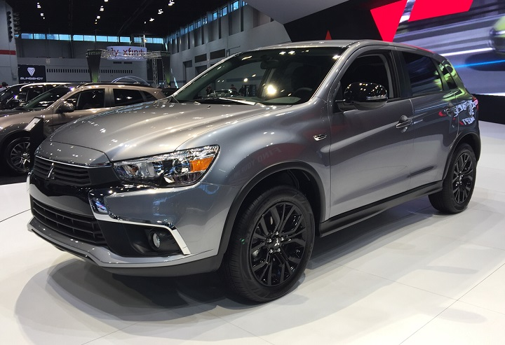 photo gallery 2017 mitsubishi outlander sport limited edition at the chicago auto show. Black Bedroom Furniture Sets. Home Design Ideas