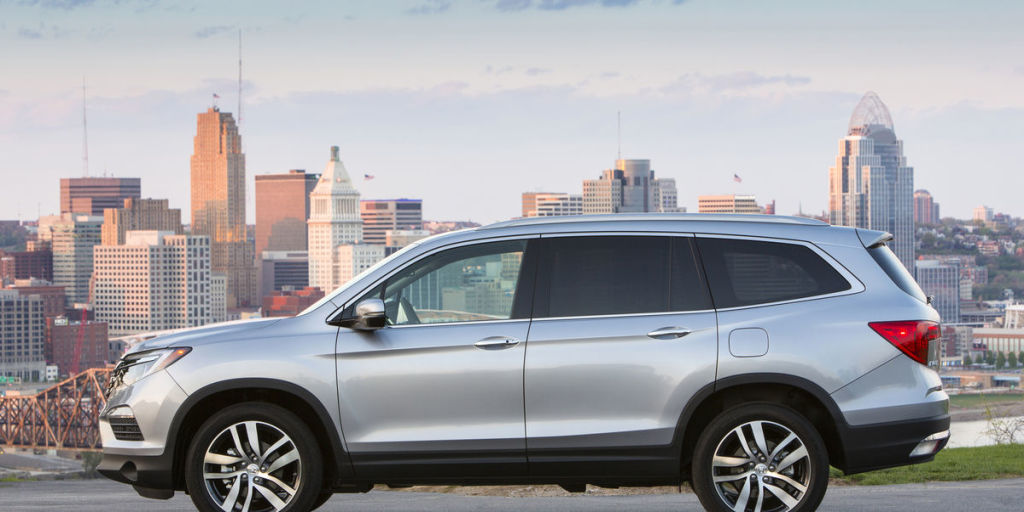 Driving the New 2016 Honda Pilot Elite Is Like Living in the Future