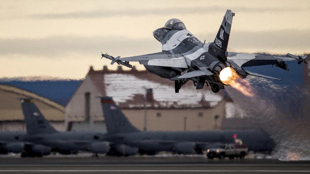 U.S. keeps up airstrike stream against Islamic State