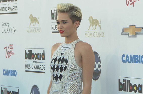 Billboard Music Awards 2013: Miley Cyrus 'So Excited' For Her New Single