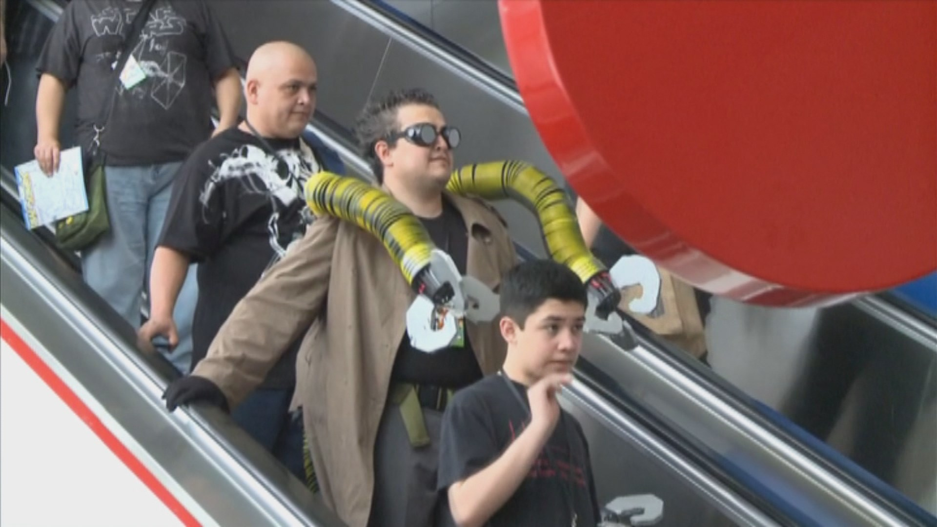 Sci-fi fans head downtown for Comicpalooza
