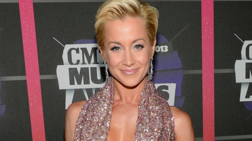 'Dancing With the Stars': Kellie Pickler's Low-Cut Look