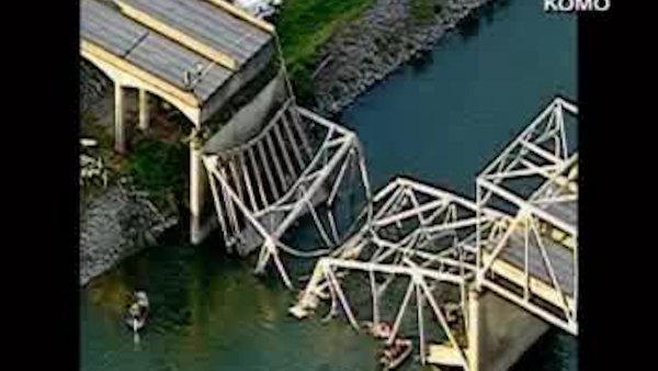 I-5 bridge collapses in Washington; people in water