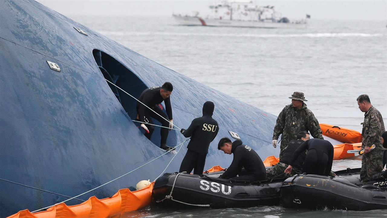 Emotions, questions mount as S. Korea ferry rescue efforts continue