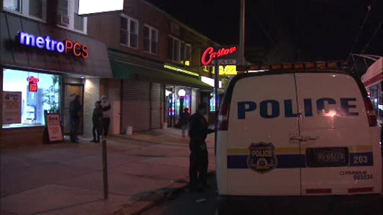 Robber targets Northeast Philadelphia cell phone store