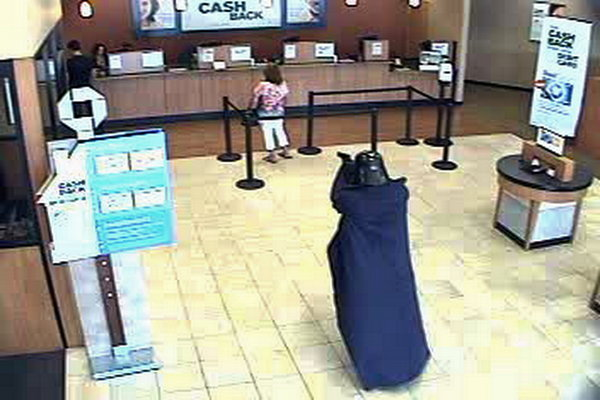 Man dressed as Darth Vader robs NY bank