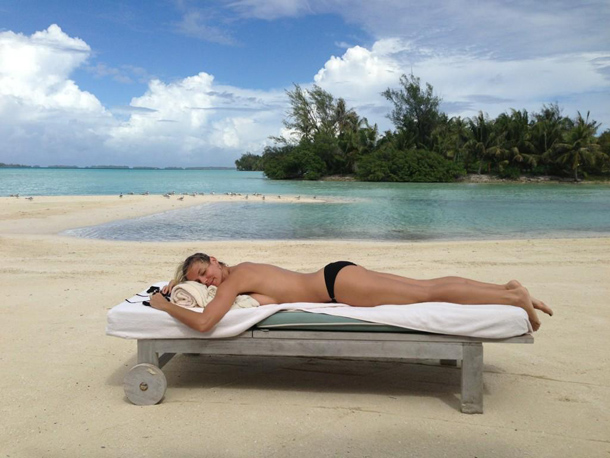 Heidi Klum's holiday gift to you: A photo of her in a bikini. (Twitter)