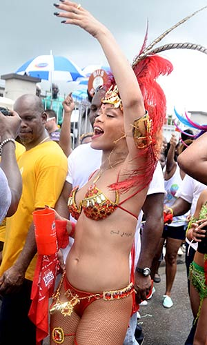 ... and kept the celebration going in the street. - Islandpaps/Splash News