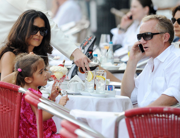 The family sat down to an ice cream sundae. - INFphoto.com