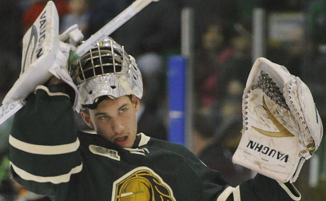OHL: Philadelphia Flyers Goalie Prospect Anthony Stolarz Slashes Opponent In Back Of The Head (video)