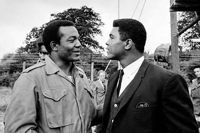 Jim Brown (L) and Muhammad Ali talk on a movie set (AP file photo)