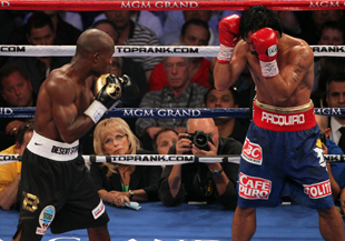 C.J. Ross (Middle) judges the Timothy Bradley-Manny Pacquiao fight (Getty)