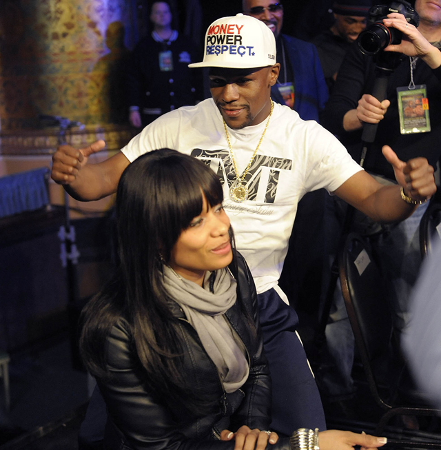 Floyd Mayweather taunts Shawana Bundrage at a Feb. 23 fight (Clarence Tabb Jr./The Detroit News)