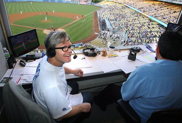Trainer Freddie Roach is interviewed by ex-Dodgers great Fernando Valenzuela (Chris Farina/Top Rank)