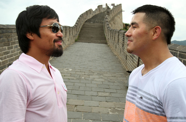 Manny Pacquiao (L) and Brandon Rios raced at the Great Wall of China (Chris Farina/Top Rank)