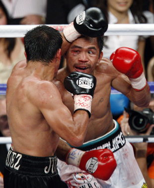 Juan Manuel Marquez (L) and Manny Pacquiao battle in 2008 (AP)