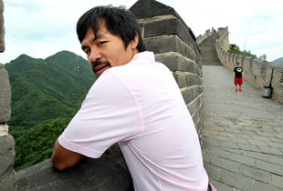 Manny Pacquiao enjoys the scenery at the Great Wall of China (Chris Farina/Top Rank)