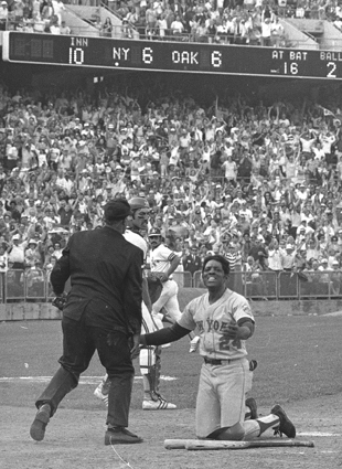 Willie Mays played long past his prime (AP file photo)