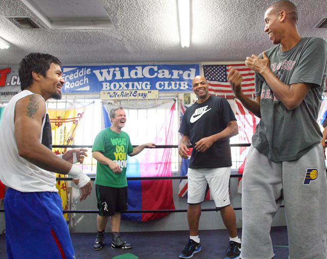 Manny Pacquiao (L) show Basketball Hall of Famer Reggie Miller (R) how to throw a jab (Chris Farina/Top Rank)