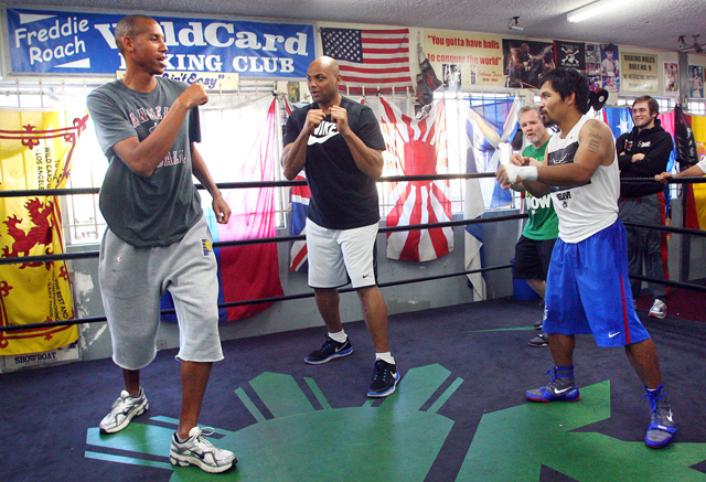 Hall of Famers Reggie Miller (L) and Charles Barkley work out with Manny Pacquiao (R) (Chris Farina/Top Rank)