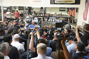 The media is out in force (Hoganphotos/Golden Boy Promotions)