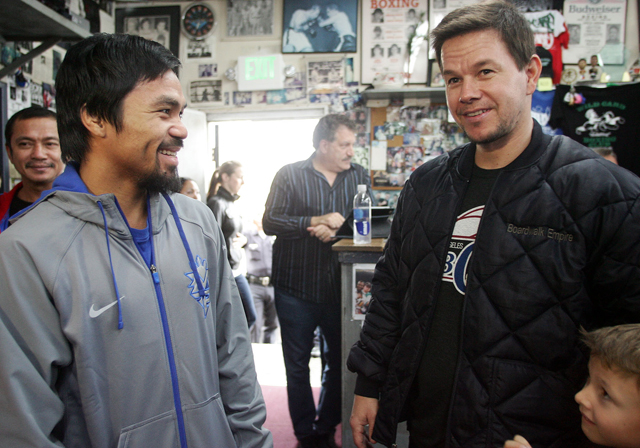 Manny Pacquiao greets actor Mark Wahlberg (Chris Farina/Top Rank)
