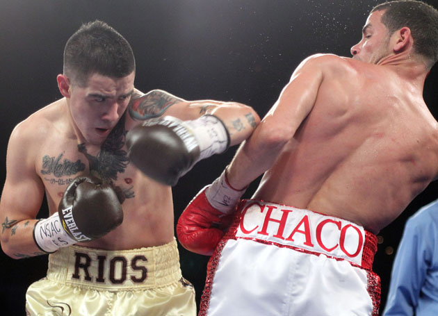 Brandon Rios, left, won a controversial decision over Richard Abril (Chris Farina/Top Rank)