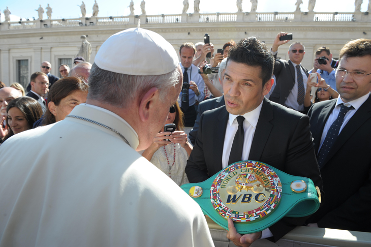 Middleweight boxing champion Sergio Martinez (R) presents a title belt to Pope Francis at the Vatican (AP)