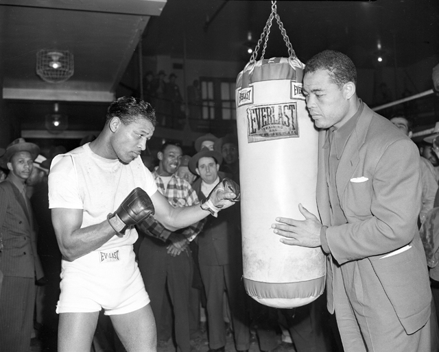 Two of the greatest boxers ever, Sugar Ray Robinson (L) and Joe Louis (AP file photo)