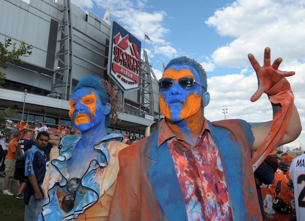 Denver fans hope the latest negative news on Peyton won't zombify their team. (USP)