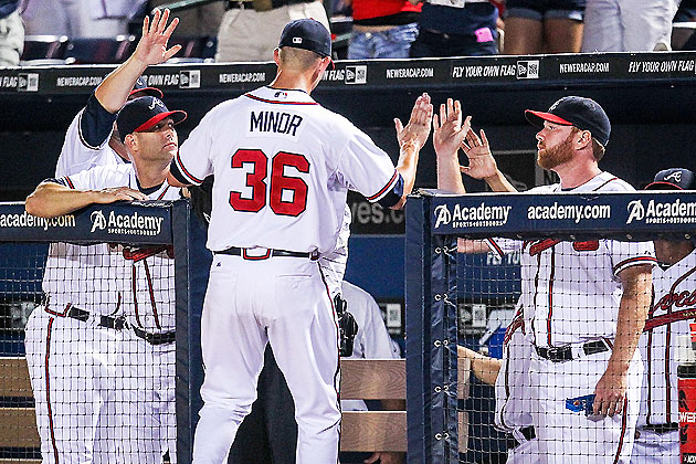 High-fives for Mike Minor (US Presswire)