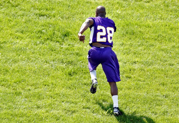 Peterson's return from a devastating knee injury remains an uphill battle. (USP)