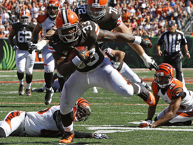 Trent Richardson breaks the plane, humiliates a few Bengals (AP Images)