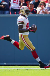 Vernon Davis could make a run up the tight end fantasy leaderboard in '12 (Getty)