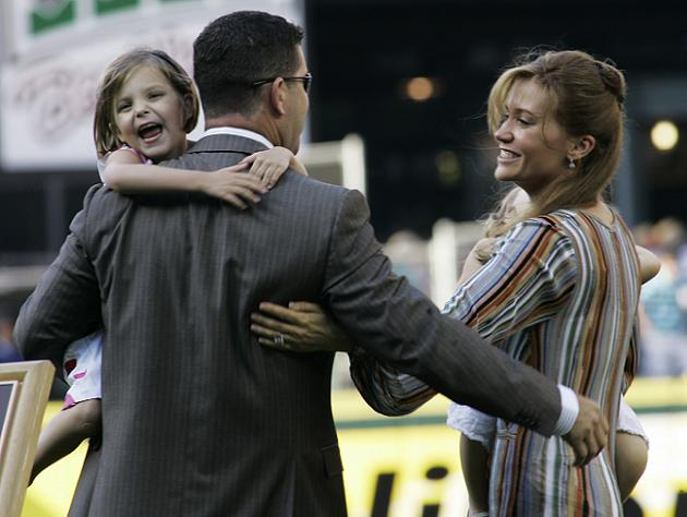 Edgar and Holli Martinez in 2007. (AP)