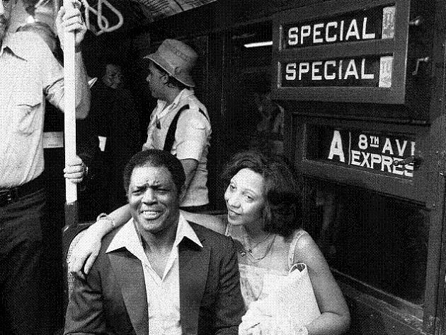 Willie Mays and wife Mae on New York City subway in August 1979. (AP)