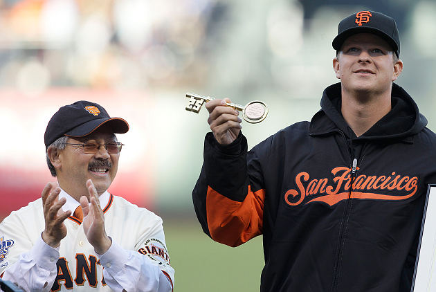 The mayor of San Francisco, Ed Lee, honors Matt Cain for his perfect game by awarding him the key to the city. Not for use with Candlestick Park. (AP)