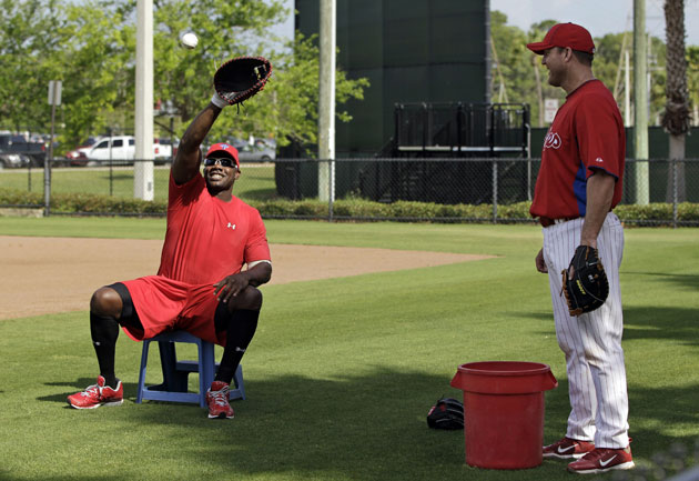 Ryan Howard and Jim Thome take some unorthodox infield practice. (AP)