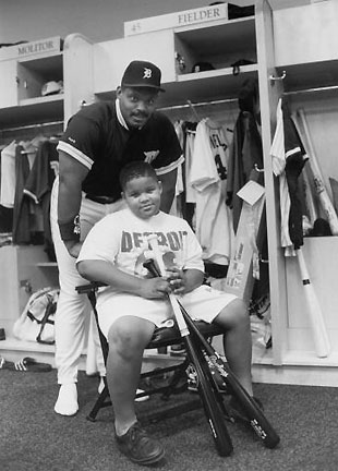 Nine-year-old Prince Fielder poses with his father, Cecil at the 1993 All-Star Game (Getty)
