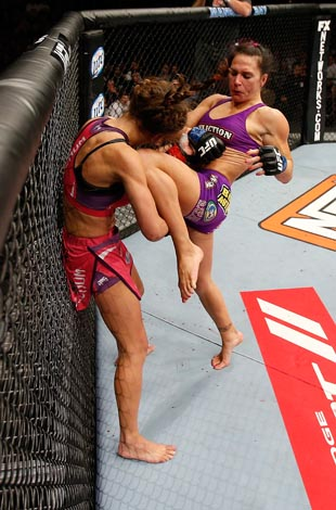 Zingano knees Tate (Getty)