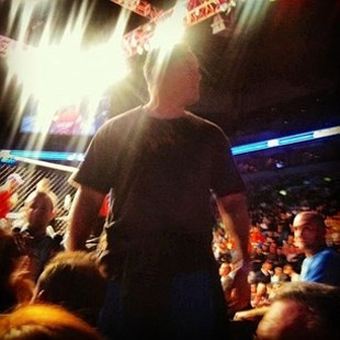 Barry at the fights (TwitPic by Ariel Helwani)