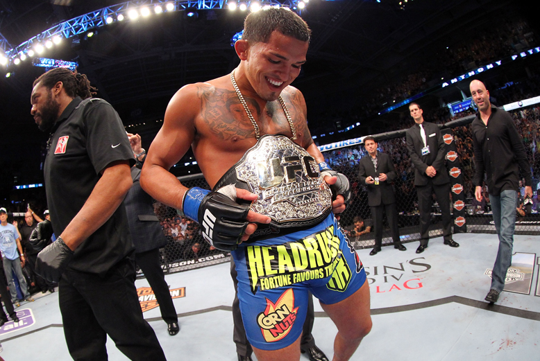 Anthony Pettis injured his left knee in his title-winning effort Saturday over Benson Henderson (Getty)