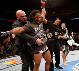 UFC president Dana White puts the lightweight belt on champion Benson Henderson (Getty Images)